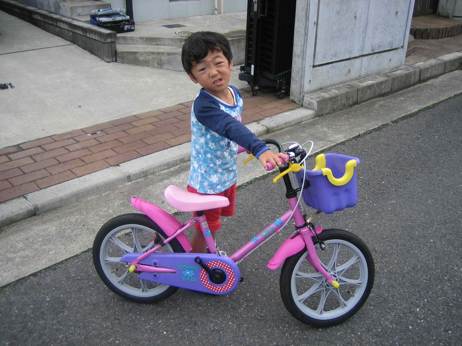 自転車の 子供 自転車 補助輪 外し方 : 補助 輪 と ペダル を 取り外す ...